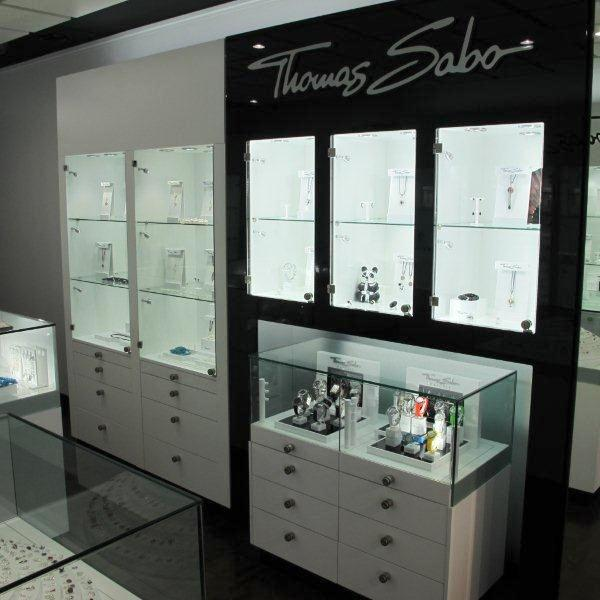 Thomas sabo shop fit gallery showcase and display systems - Glass showcase designs for living room ...