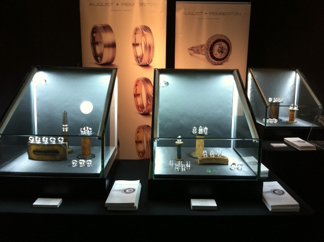 Brand-new Stunning Jewellery Displays VK55